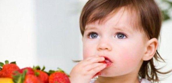 niña-comiendo-fresas-657x318