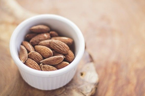 almonds-768699_640
